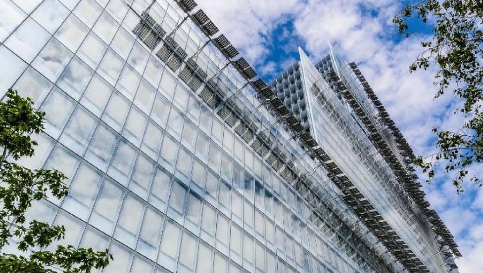 SGG COOL-LITE® ST BRIGHT SILVER | Hoch refelktierendes Sonnenschutzglas von Saint-Gobain Building Glass