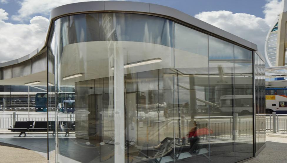 The Hard Interchange | Gebogenes Verbundssicherheitsglas von Saint-Gobain Building Glass