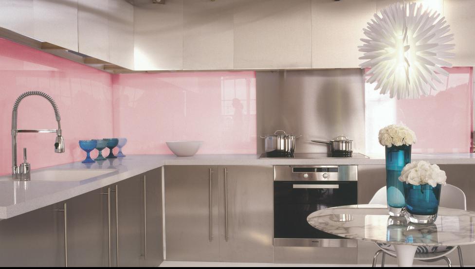 Spatwanden in de keuken met gekleurd gelakt glas PLANILAQUE COLOR-IT