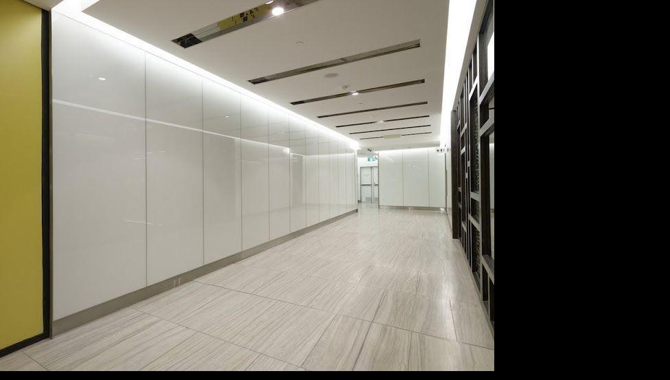 Gelakt glas maakt de inrichting van je bureau, kantoorruimte of winkel helemaal af