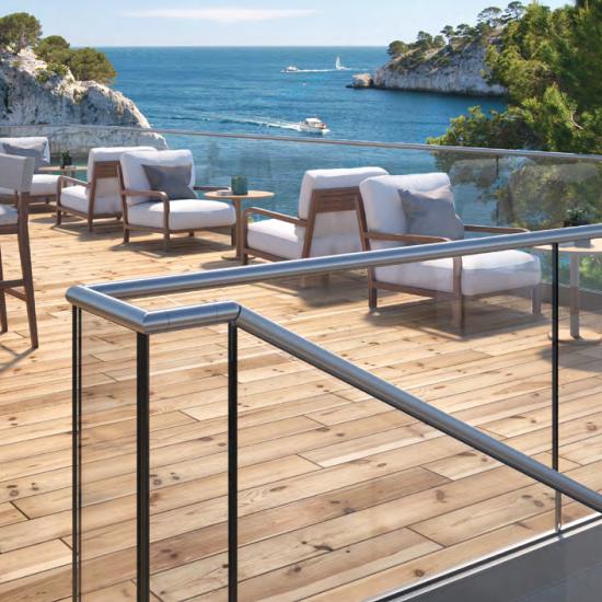 Glazen trapleuningen en balustrades voor buitenterrassen van Logli Massimo